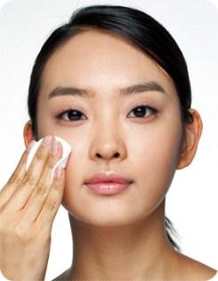 การใช้ toner หลังล้างหน้า ทำให้หน้าใส ขจัดสิ่งสกปรก แบคทีเรีย ต่างๆ ออกจากใบหน้าได้เป็นอย่างดี แต่อย่าใช้ที่มีแอลกอฮอล์แรงเกินไป เพราะจะทำให้หน้าแห้งเกินไปได้