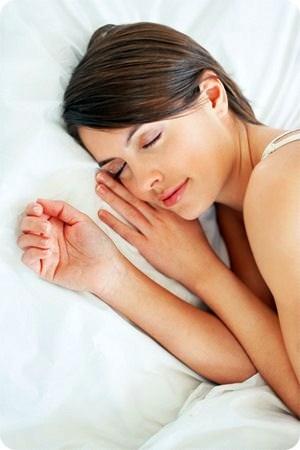 นอนให้เพียงพอ ช่วยให้ หน้าใสไร้สิว ผิวพรรณเปล่งปลั่ง ที่สำคัญลดปัญหาสิวได้ดีเป็นอย่างมาก